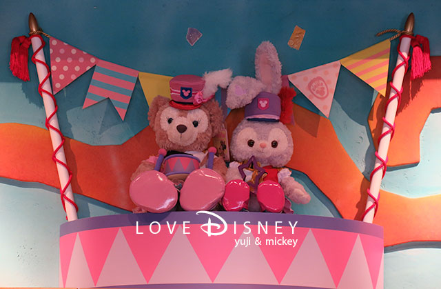 Duffy and Friends「Happy Marching Fun」飾付(ガッレリーア・ディズニー)店内