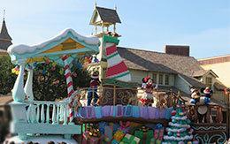 ファンタジーランドのミッキーフロートの停止位置で撮影した「ディズニー・クリスマス・ストーリーズ2018」
