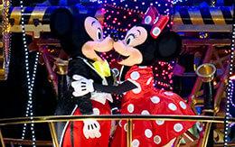 エレクトリカルパレードでミッキーとミニーがキス?今だけの特別バージョン