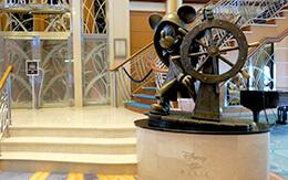 「ディズニークルーズ地中海+ローマ」旅行記〜ディズニー・マジック号のロビー&キッズ専用エリア〜