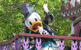 ドナルドが乗っているフロート停止位置で撮影した「スプーキーBoo!パレード2019」