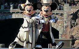 ミッキーとミニーの華麗なダンスシーン「イッツ・クリスマスタイム!」