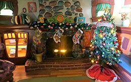 「ミッキーの家とミート・ミッキー」のクリスマス飾付&ミッキーとのペアショット