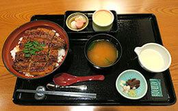 ボリューム満点の鰻丼が味わえる「季節のおすすめ料理」 in れすとらん北齋