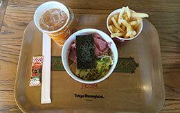 「ローストビーフの冷やし麺」がセットになった夏グルメ in キャンプ・ウッドチャック・キッチン